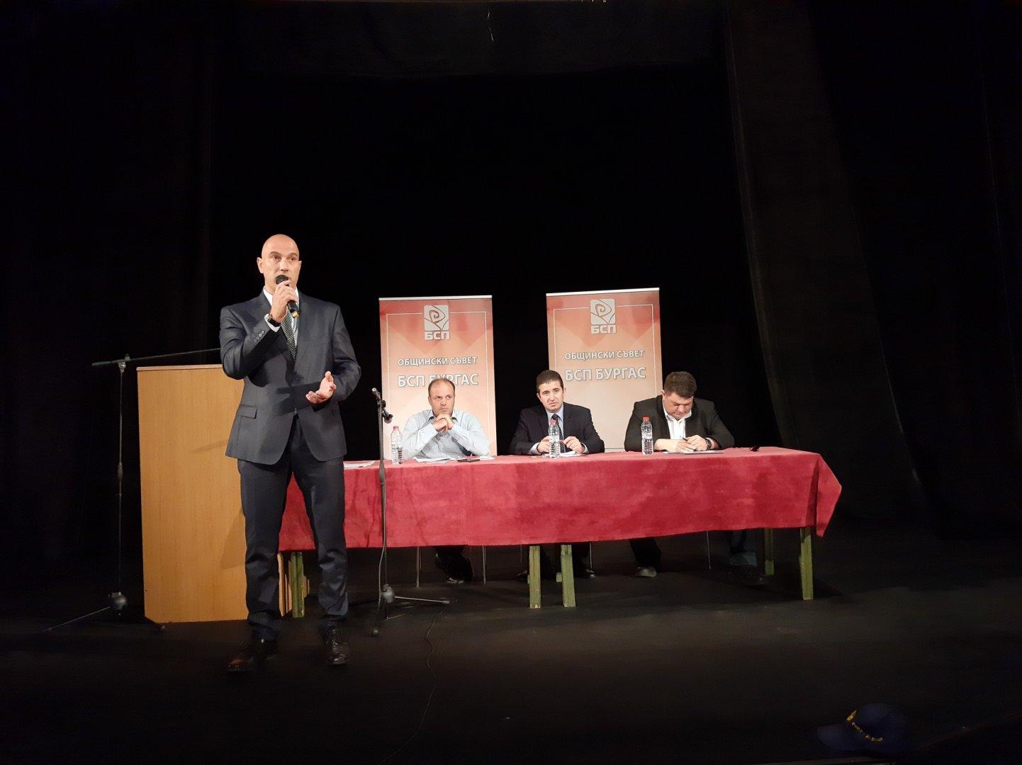 Николай Тишев бе избран и за водач на листата с общински съветници. Снимки БСП- Бургас