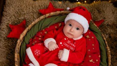 За малката Ивона това е първата Коледа