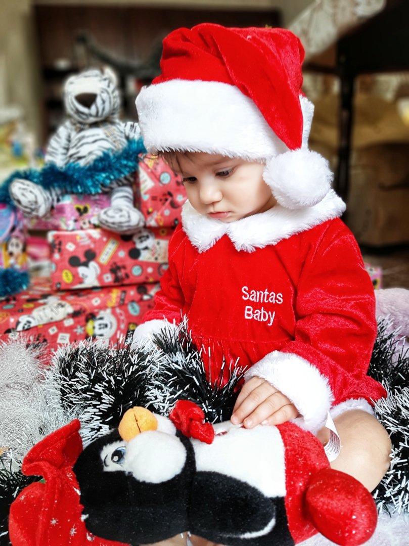 За малката Александрина Христова това е първата Коледа