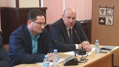 Най-важното е да работим заедно за развитието на Поморие, а не да се делим на партийни групи, каза кметът Алексиев (вдясно). Снимки Община Поморие