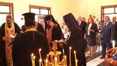 Агатополският епископ Иеретой Косаков (в средата) водеше заупокойната молитва в памет на загиналите във въстанието. Снимки Пресцентър Президенство