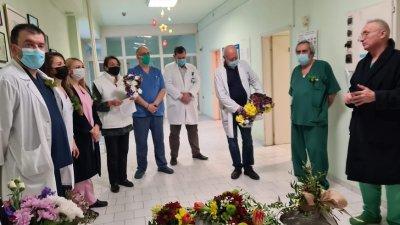Традицията на Бабинден бе спазена при спазване на противоепидемичните мерки. Снимки УМБАЛ - Бургас