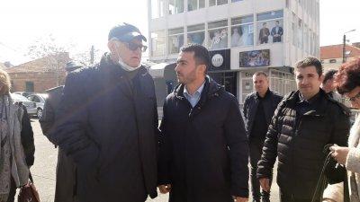 Петър Кънев (вляво) откри кампанията на БСП за България в Айтос