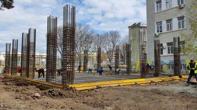 Строителните дейности по изграждането на корпуса напредват. Снимка Община Бургас