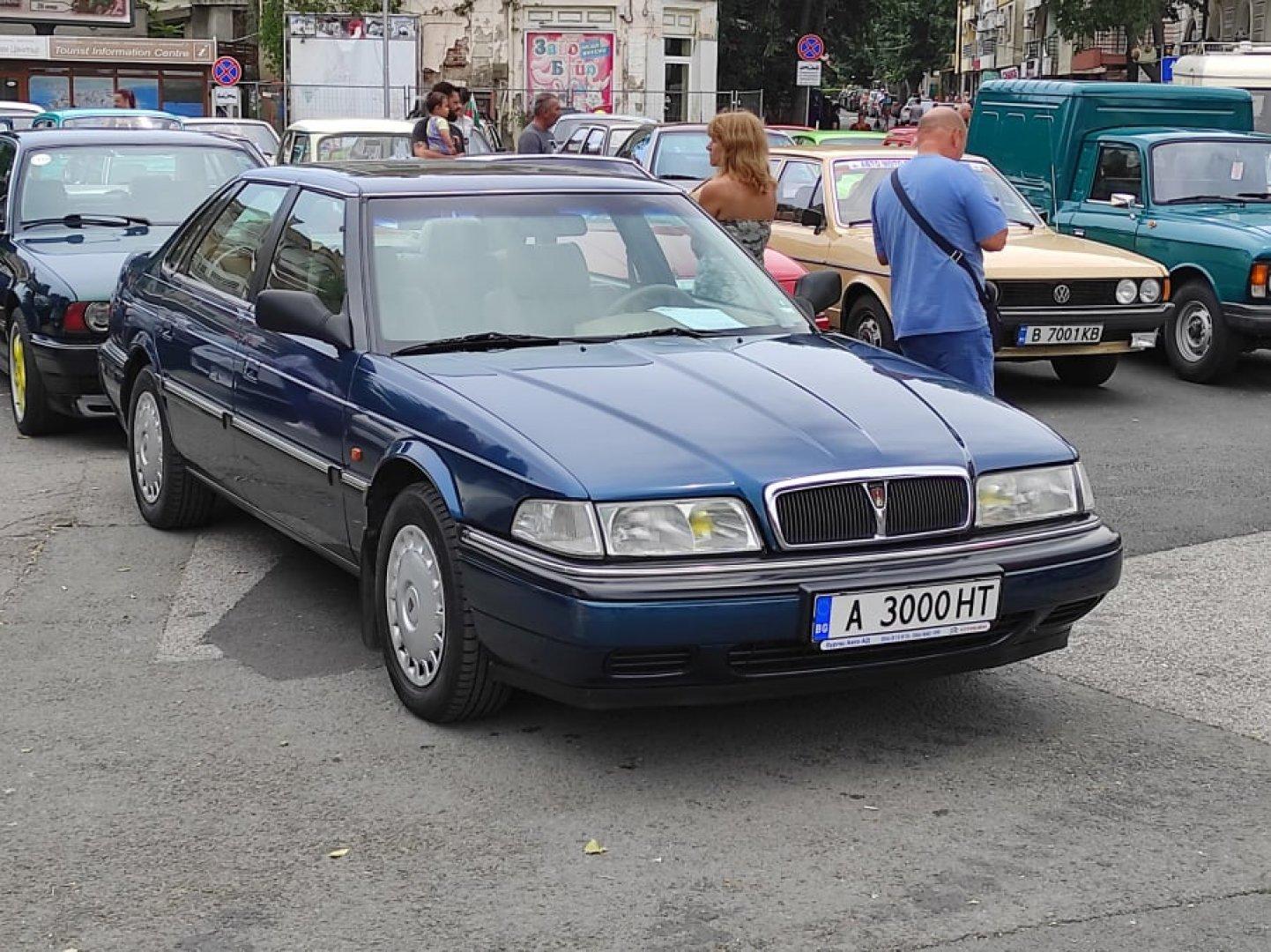 Ретро автомобилите бяха изложени до читалището в Поморие