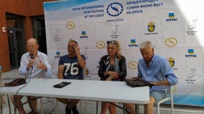 Иван Владимиров (вторият отляво надясно) представи в Бургас филма си Сцени от живота на една актриса
