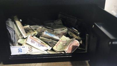 Намерените пари вероятно са придобити от престъпна дейност. Снимки ОД на МВР - Бургас