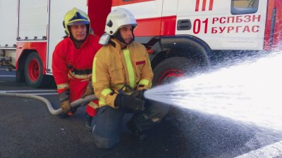 Инспектор Валентин Великов провежда ежемесечно пожаро-такически занятия на територията на Първа РСПБЗН – Бургас. Снимки ОД на МВР