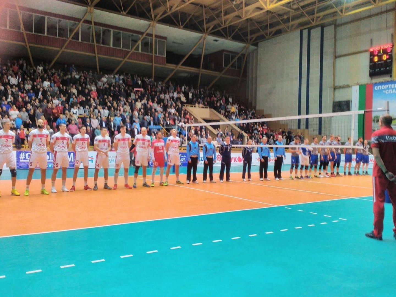 Преди началото на срещата прозвучаха националните химни на България и Германия. Снимки Лина Главинова