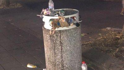 Кошчетата на улица Алеко Богориди са препълнени в късните часове на нощта