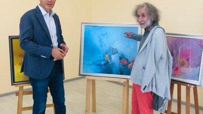 Кметът на Бургас Димитър Николов (вляво) откри изложбата на Живко Иванов