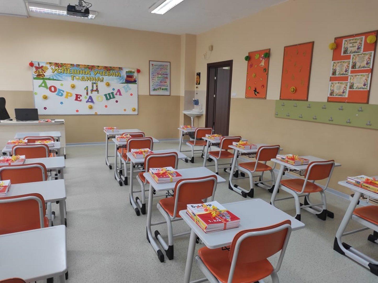 Първокласниците ще прекрачат прага на 90 обновени класни стаи по общинската програма Първокласно начало. Снимка Община Бургас