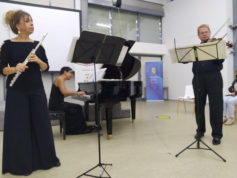 Трио Лобковиц е сформирано през настоящата година и за първи изнася концерт в Бургас. Снимки Авторът