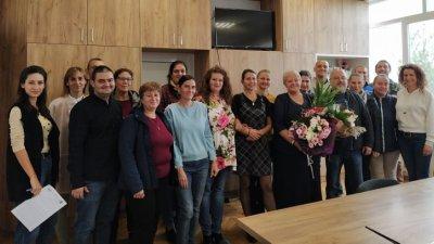 Колективът на Морското училище поздрави директора Христина Жабова