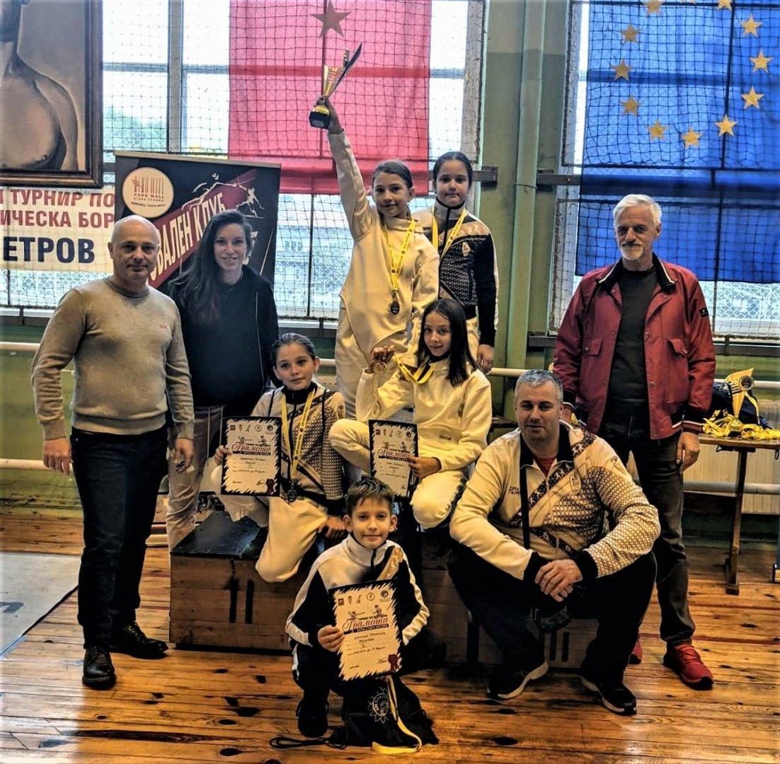 Състезателите на академия Васил Етрополски спечелиха шест медала
