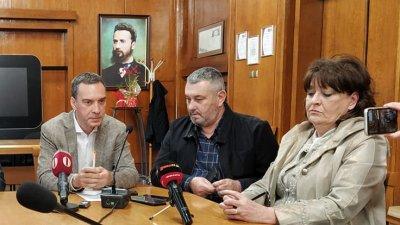 Няма условия за удължаване на ваканцията, каза д-р Паздеров (в средата). Снимка Авторът