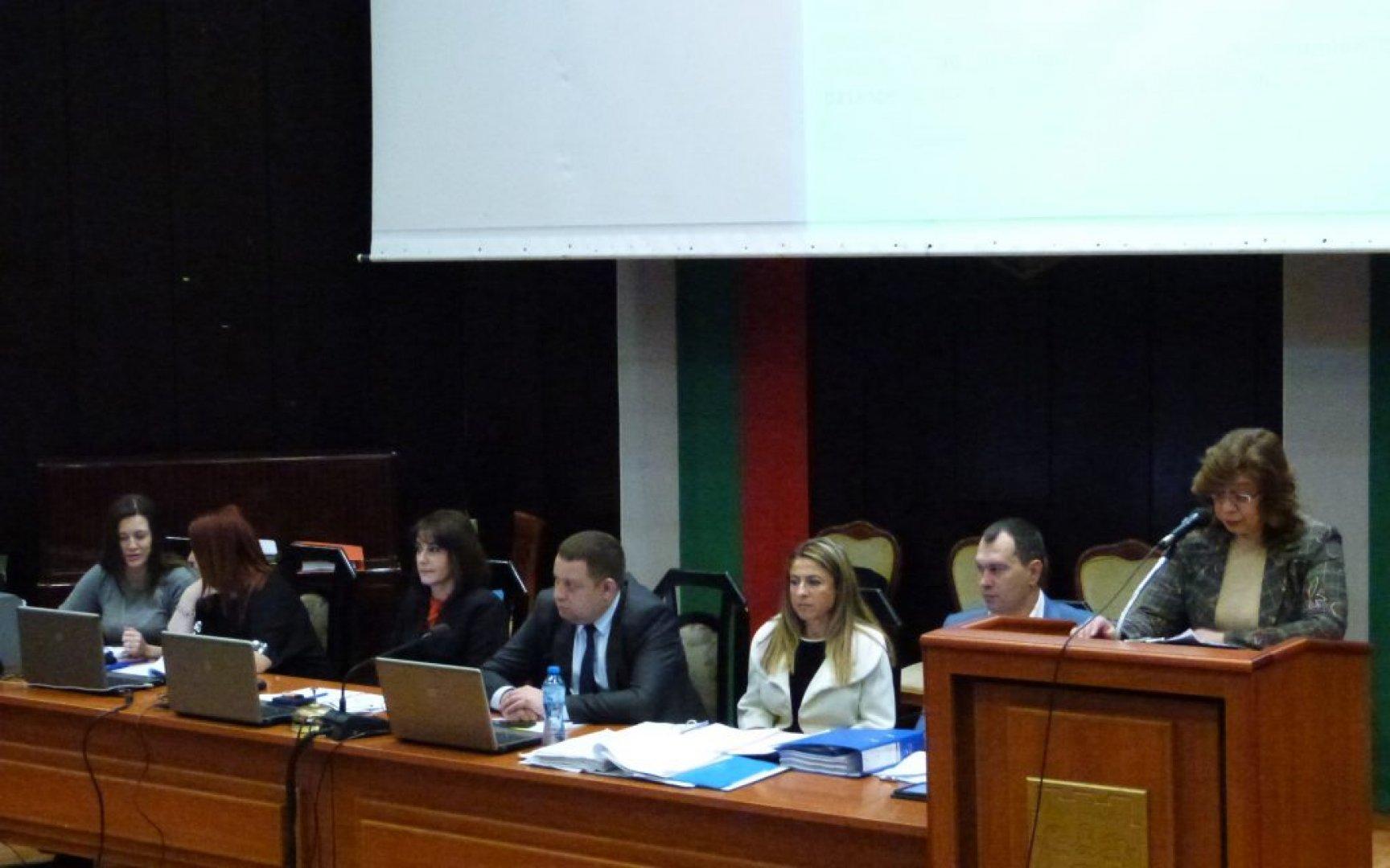Час продължиха дебатите по докладната записка за бюджета на Варна. Снимки ОбС Варна
