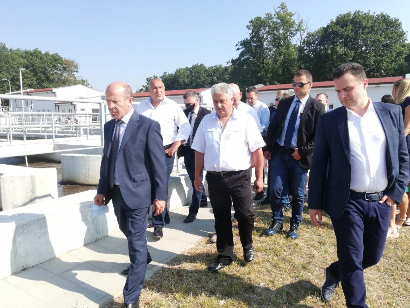 Премиерът Борисов видя на място обновяването на станцията. Снимки Министерски съвет