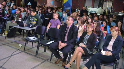 Зам.-областният управител Владимир Крумов отговаряше на въпросите. Снимка Пресцентър Областна управа Бургас