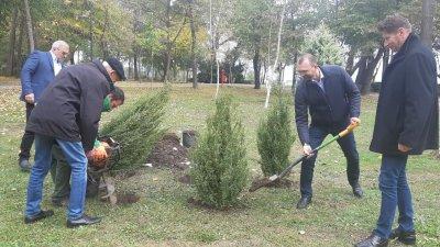 Областният управител Вълчо Чолаков (вторият вдясно) участва в кампанията