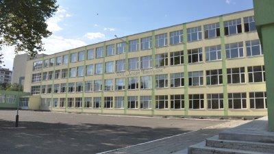 Сградата на СУ Добри Чинтулов ще стане новия дом на Английската гимназия. Снимки Община Бургас