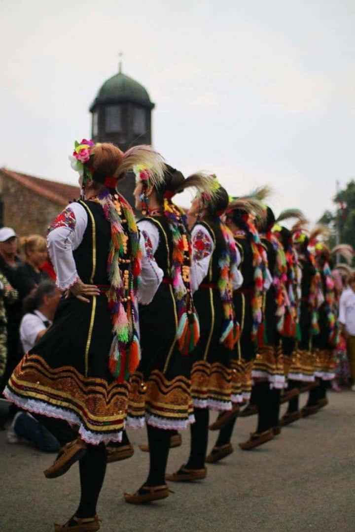 Целта на фестивала е да популяризира българските народни танци