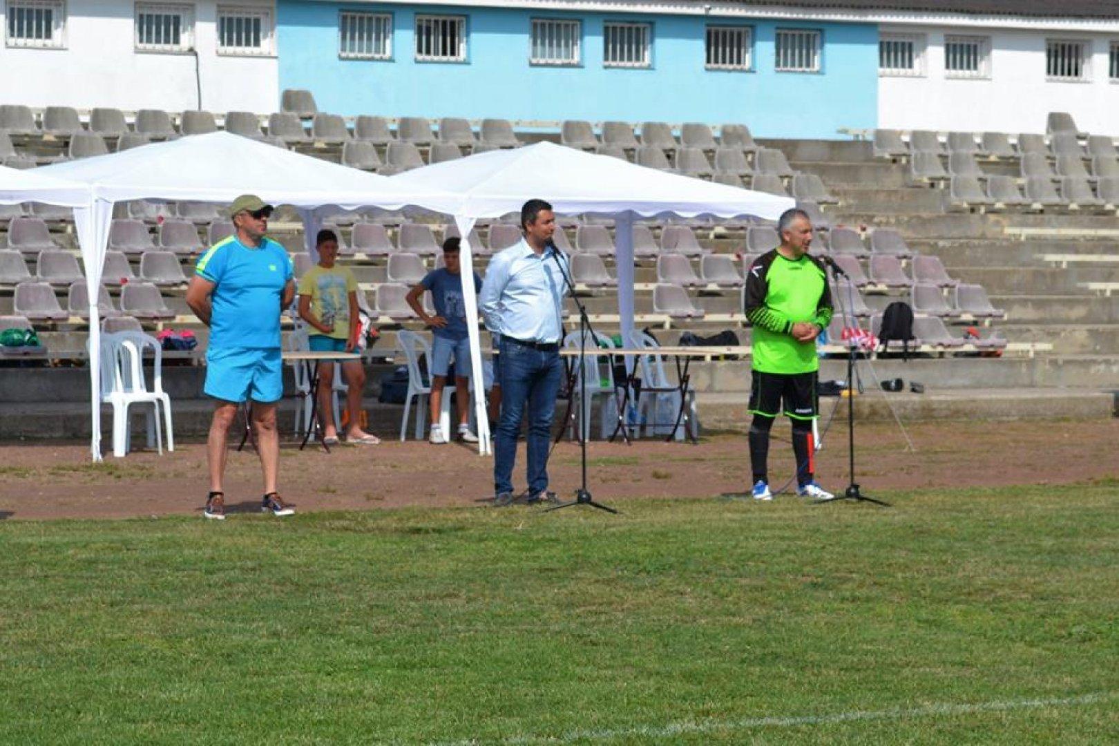 Турнирът бе открит от кмета на Царево Георги Лапчев. Снимки Пресцентър Община Царево