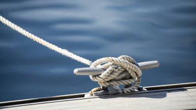 Гимназията е дала образование на стотици бургазлии, влюбени в морето