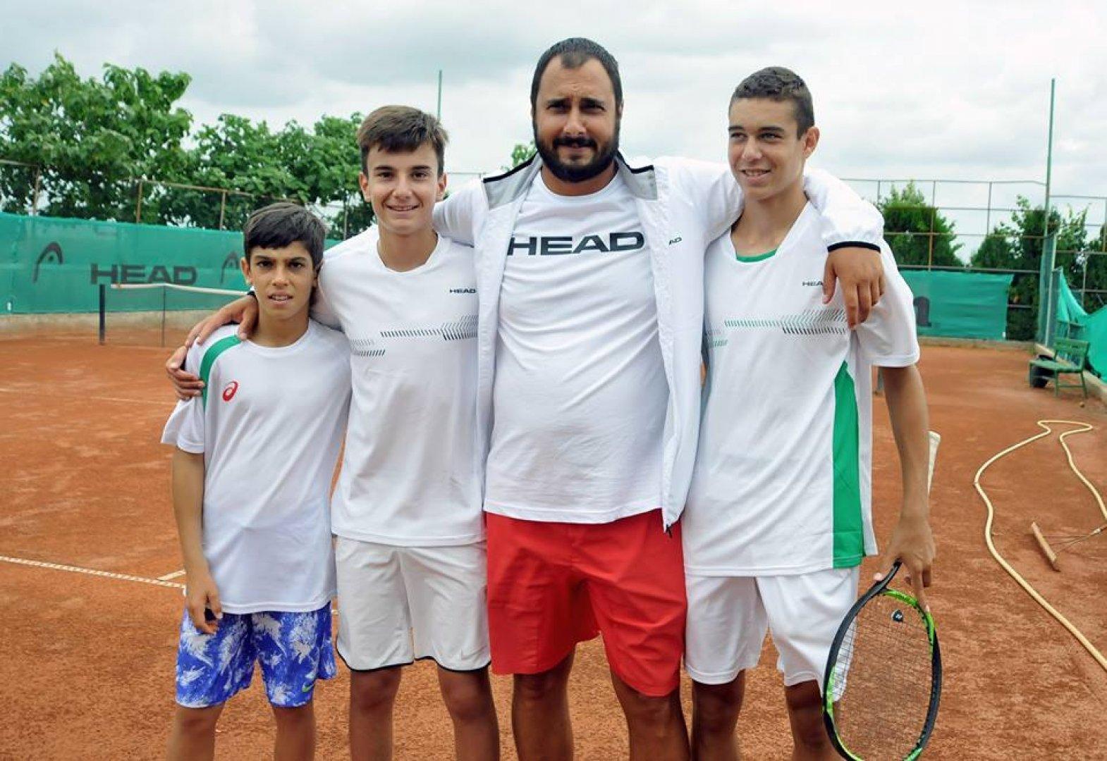 Българските национали стартираха с убедителна победа в състезанието