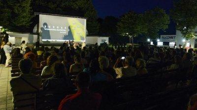 Прожекциите са на открита сцена Охлюва. Снимка Архив