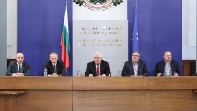 Промените в заповедта на министър Кирил Ананиев (в средата) са във връзка с отварянето на яслите и градините. Снимка Министерски съвет
