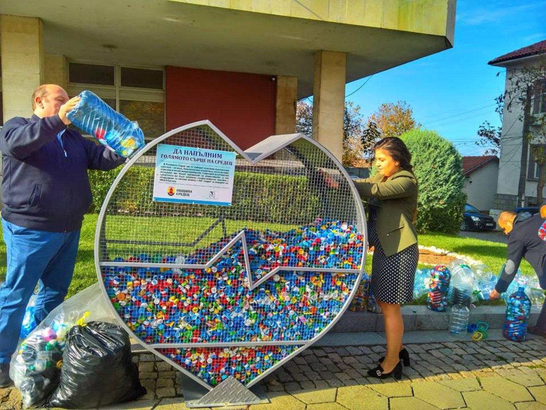 Депутатът Галя Желязкова и кметът Иван Жабов дадоха началото на инициативата. Снимки ГЕРБ - Бургас