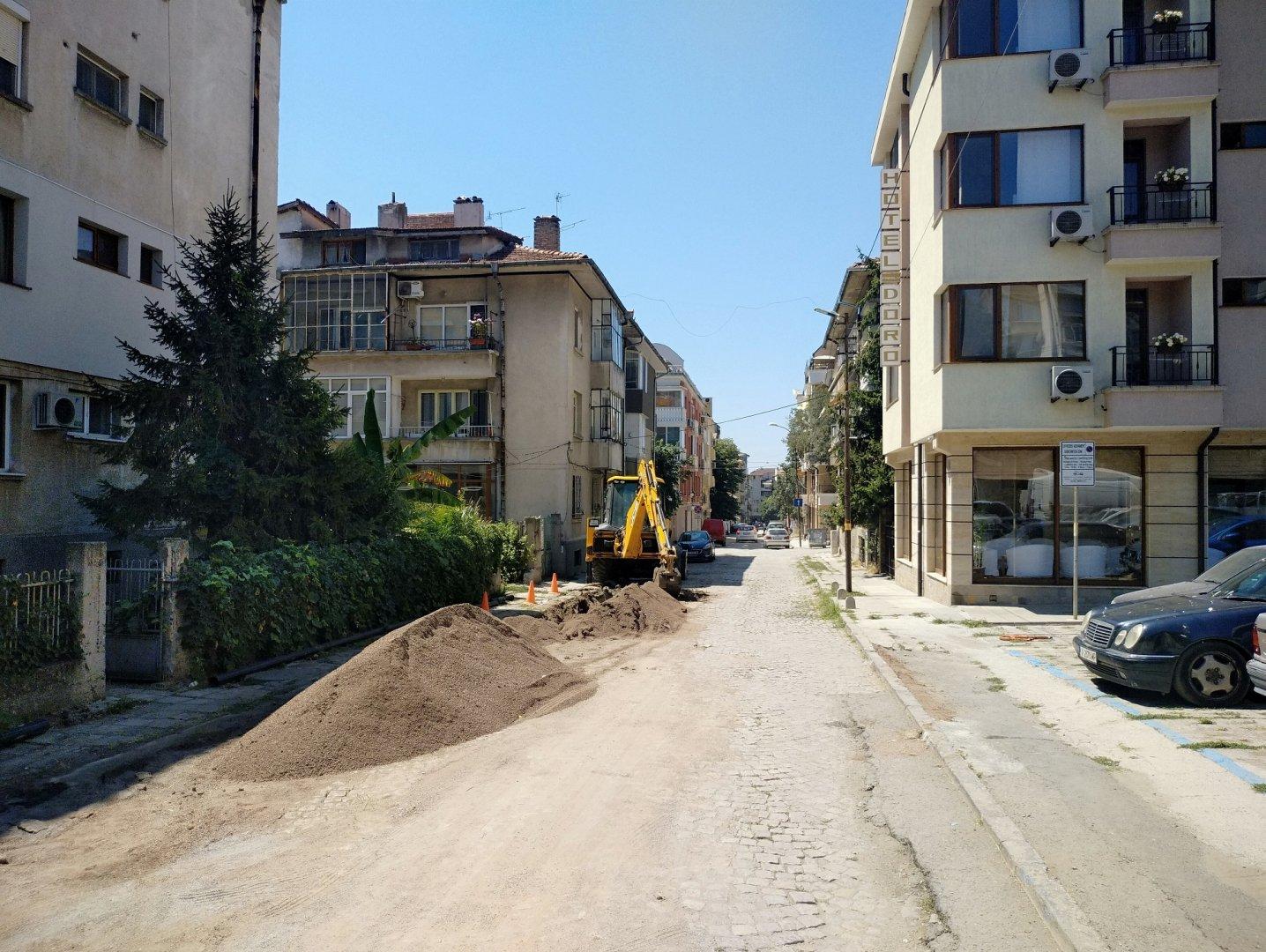 Дейностите по полагане на асфалта започват в понеделник. Снимка Община Бургас