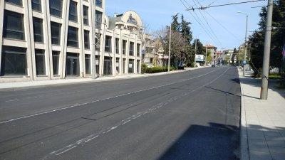 Движението ще се осъществява двупосочно в едното платно на улицата. Снимка Община Бургас