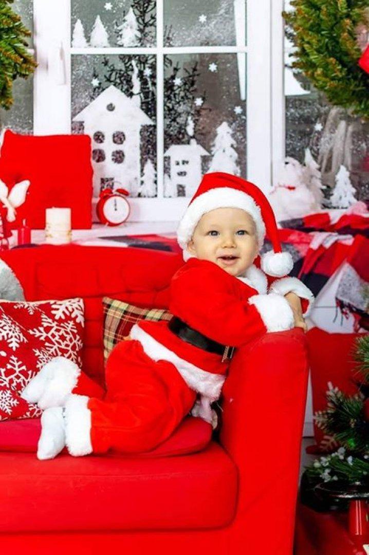 Филип е на десет месеца и това е неговата първа Коледа