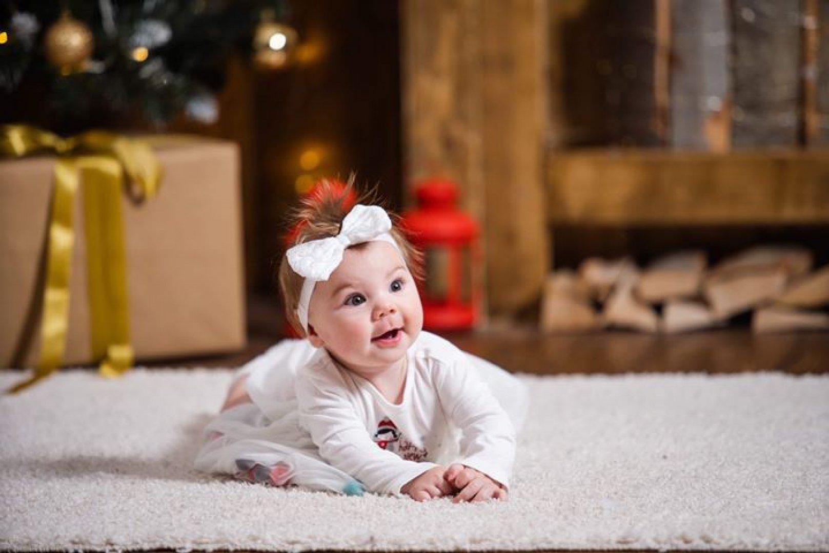 Жанина е на пет месеца и това е първата й Коледа