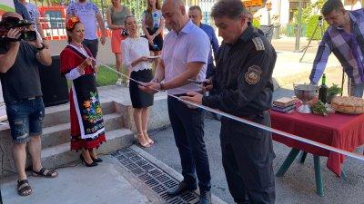 Гглавен инспектор Николай Николаев (вдясно) и кметът на Созопол Тихомир Янакиев прерязаха лентата на тържествена церемония. Снимка ОД на МВР Бургас
