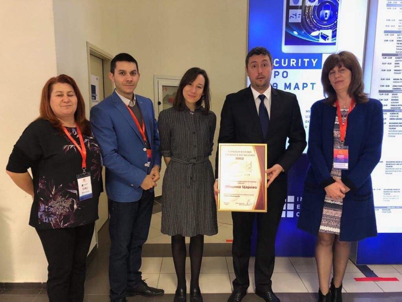 Кметът на Царево Георги Лапчев (вторият отдясно наляво) с екипа на общината, който участва на изложението. Снимки Община Царево