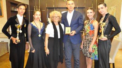 Кметът на Бургас Димитър Николов поздрави състезателите. Снимка Община Бургас