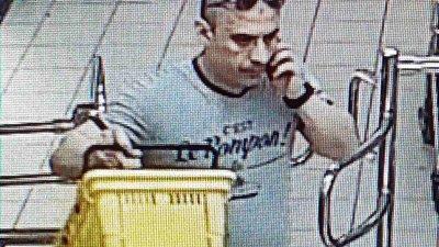 И трите пъти мъжът е влизал в магазина с различни дрехи и без маска на лицето. Снимки ОД на МВР