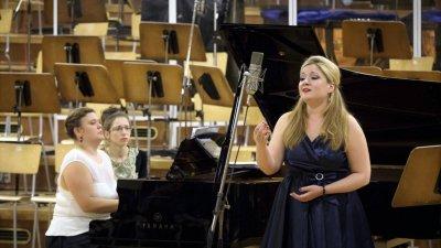 Нона Кръстникова ще участва в концерта Primadonna - Donna - Donna този петък