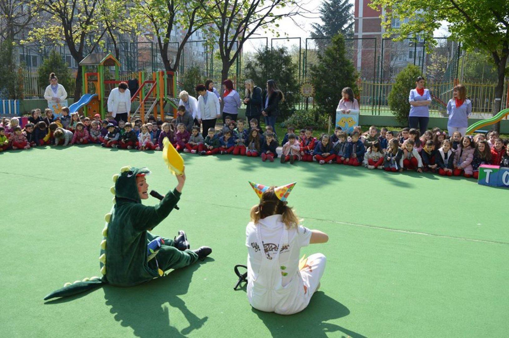 """Кулминацията на тържествата бе детският празник в двора на """"Златното ключе"""""""
