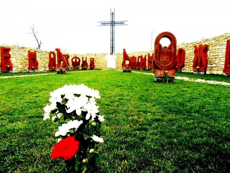 Първият бюст - паметник, който бе открит там е на поета Пейо Яворов