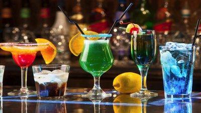 След извънреднот оположение, сега барманите могат отново да се развихрят при приготвянето на коктейли. Снимката е илюстративна