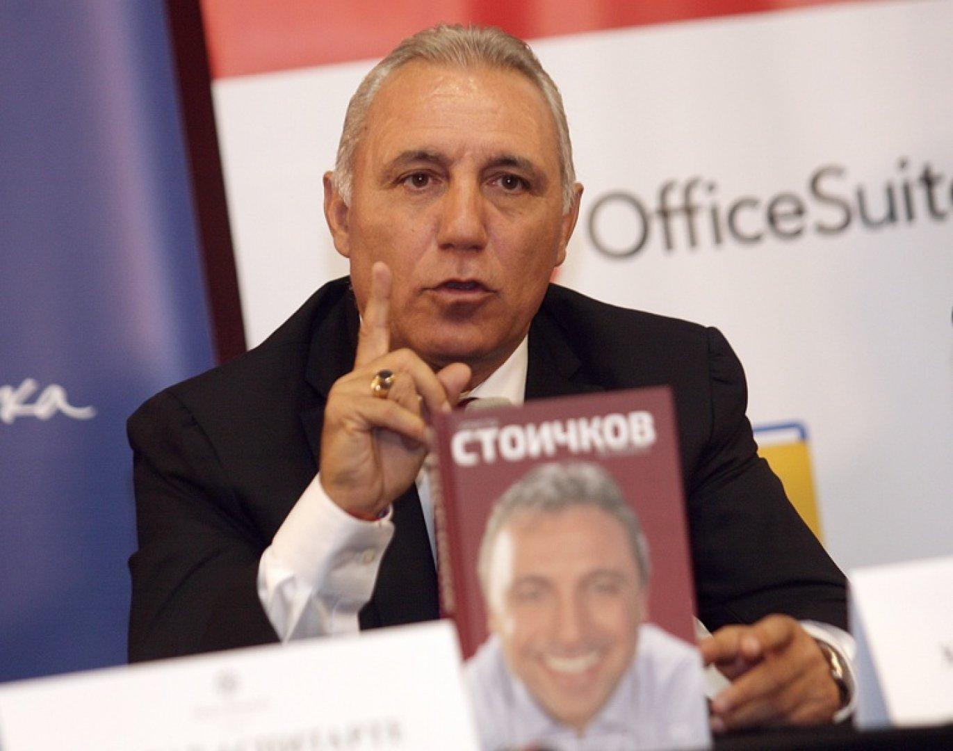 Стоичков ще раздава автографи на феновете си в Бургас. Снимка Flashnews.bg