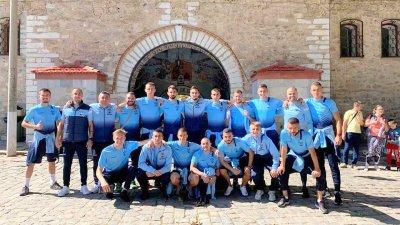 Отборът се отби и в Бачковския манастир. Снимка ФК Созопол