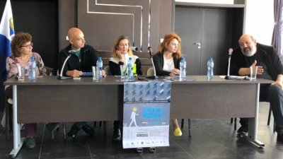 Организаторите на фестивала поканиха публиката на спектаклите