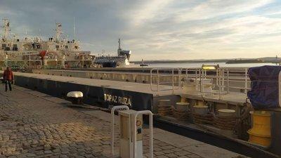 Корабът е акостирал до Магазия 1 на пристанището. Снимка Черноморие-бг