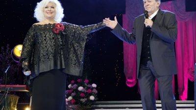 Музикалното семейство се присъединява към колегите си и ще излезе на сцената на Летния театър в Бургас