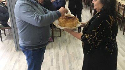 Кметът на община Средец бе посрещнат с питка с мед
